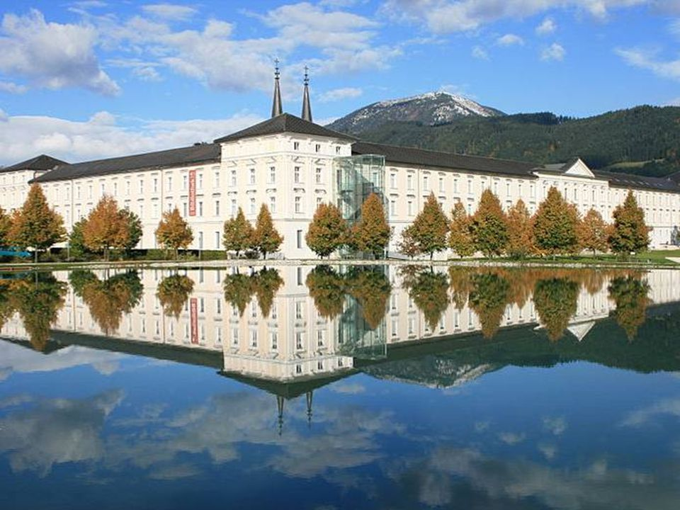 """Weyer das """"güldene Märktl , verdankt seinen frühen Reichtum der idealen Lage an den Handelswegen vom steirischen Erzberg ins niederösterreichische Waidhofen an der Ybbs sowie entlang des Ennsflusses nach Steyr."""