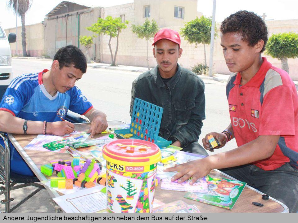 Einige ältere Straßenkinder wurden von der Caritas in ein Trainingsprogramm für Schweißer- arbeiten im Ausbildungszentrum der Salesianer Don Boscos integriert, um hier einen Beruf zu erlernen
