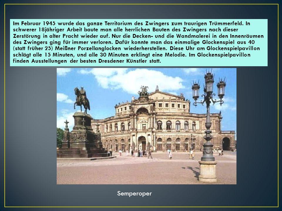 Das Kronentor ist der Haupteingang zum Zwingerhof.