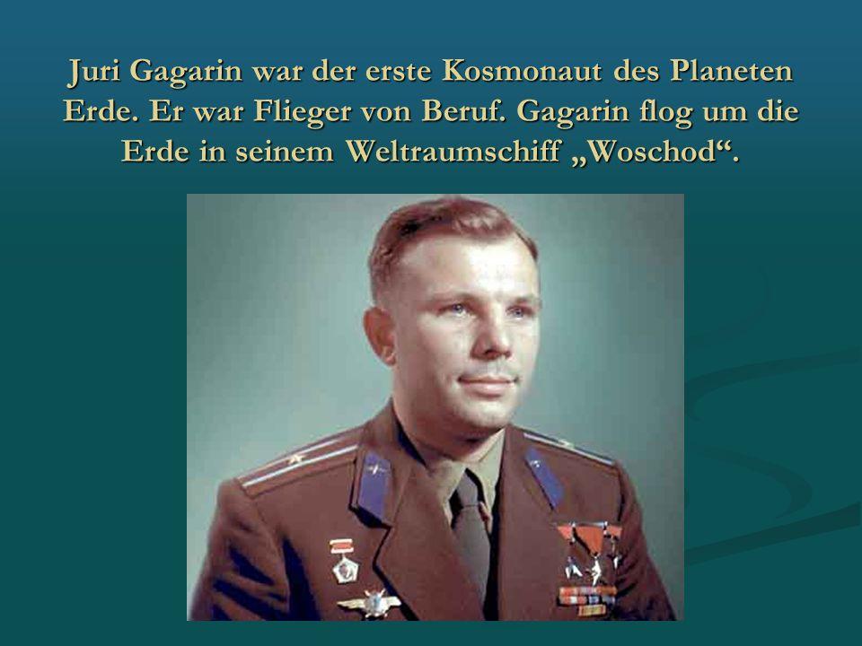 """Juri Gagarin war der erste Kosmonaut des Planeten Erde. Er war Flieger von Beruf. Gagarin flog um die Erde in seinem Weltraumschiff """"Woschod""""."""