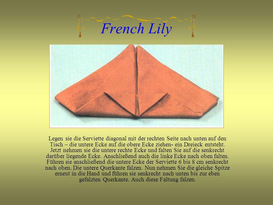 French Lily Legen sie die Serviette diagonal mit der rechten Seite nach unten auf den Tisch – die untere Ecke auf die obere Ecke ziehen- ein Dreieck entsteht.