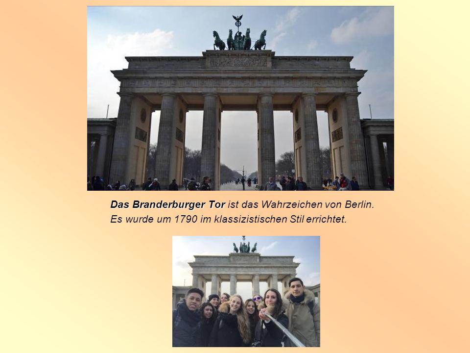 Das Branderburger Tor ist das Wahrzeichen von Berlin.