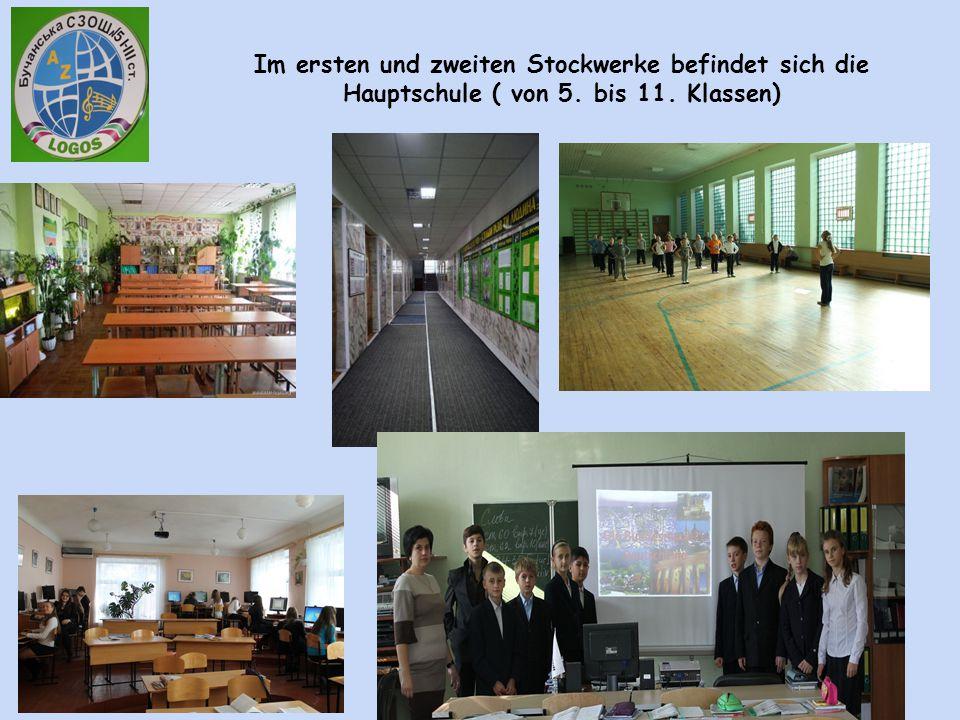 Im ersten und zweiten Stockwerke befindet sich die Hauptschule ( von 5. bis 11. Klassen)