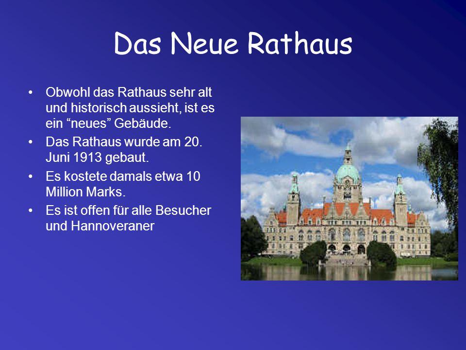 """Das Neue Rathaus Obwohl das Rathaus sehr alt und historisch aussieht, ist es ein """"neues"""" Gebäude. Das Rathaus wurde am 20. Juni 1913 gebaut. Es kostet"""