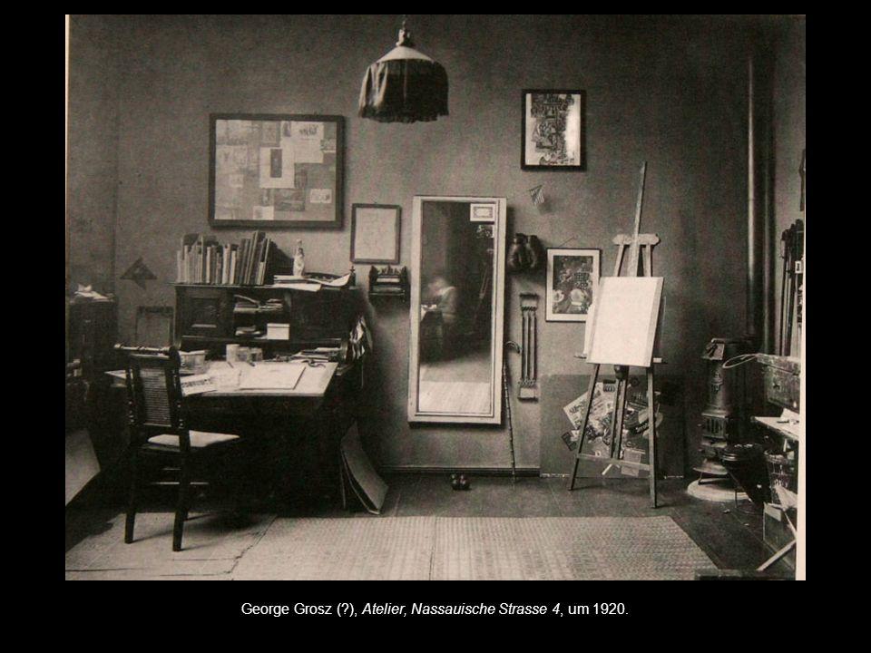 """George Grosz (?), George Grosz und Eva Peter im Atelier (""""Frauenmord - Inszenierung), Nassauische Strasse 4, um 1920."""