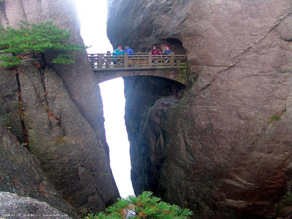 15 Hangzhou Bay Bridge China's Hangzhou Bay Trans-oceanic Bridge is one of the masterpieces of modern architecture.