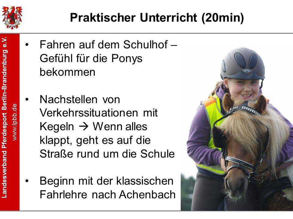 Landesverband Pferdesport Berlin-Brandenburg e.V. www.lpbb.de Praktischer Unterricht (20min) Fahren auf dem Schulhof – Gefühl für die Ponys bekommen N