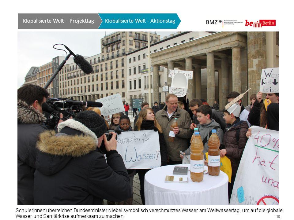 10 Klobalisierte Welt GTO auf einen Blick Klobalisierte Welt - Aktionstag Klobalisierte Welt – Projekttag SchülerInnen überreichen Bundesminister Niebel symbolisch verschmutztes Wasser am Weltwassertag, um auf die globale Wasser-und Sanitärkrise aufmerksam zu machen