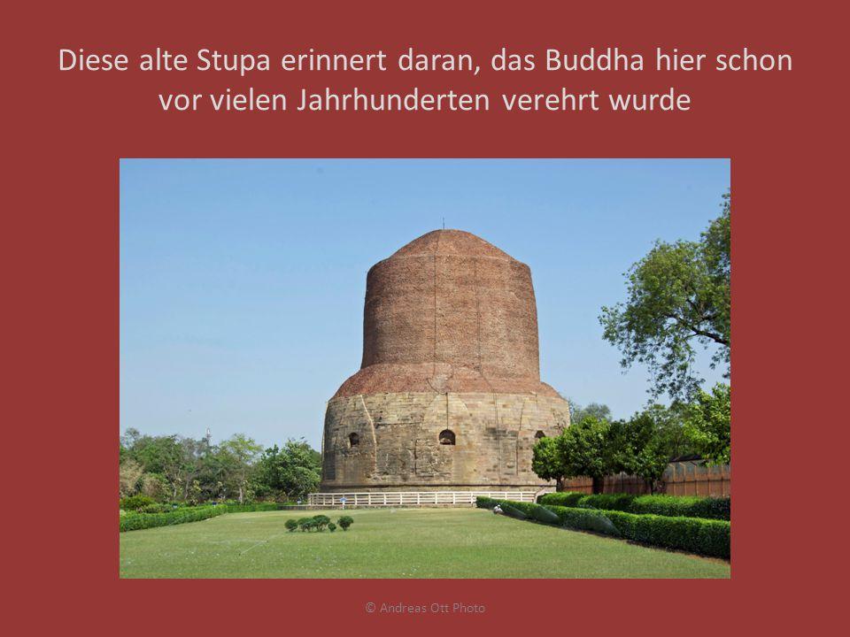 Diese alte Stupa erinnert daran, das Buddha hier schon vor vielen Jahrhunderten verehrt wurde © Andreas Ott Photo