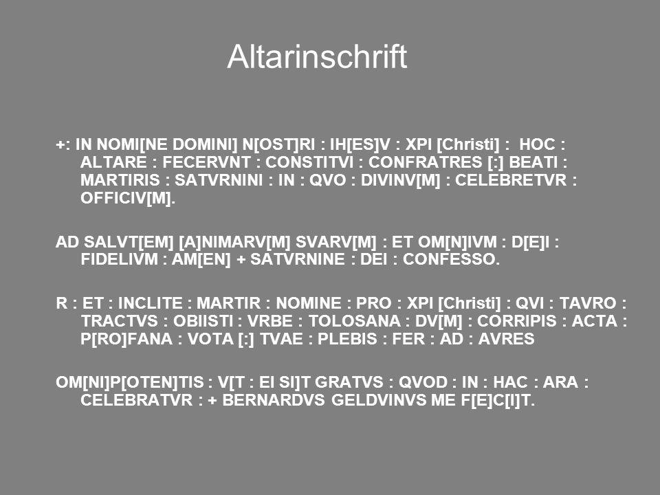 Altarinschrift +: IN NOMI[NE DOMINI] N[OST]RI : IH[ES]V : XPI [Christi] : HOC : ALTARE : FECERVNT : CONSTITVI : CONFRATRES [:] BEATI : MARTIRIS : SATV