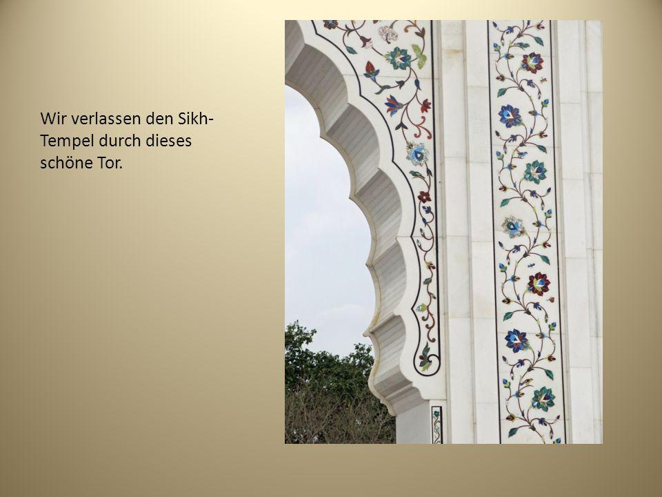Wir verlassen den Sikh- Tempel durch dieses schöne Tor.