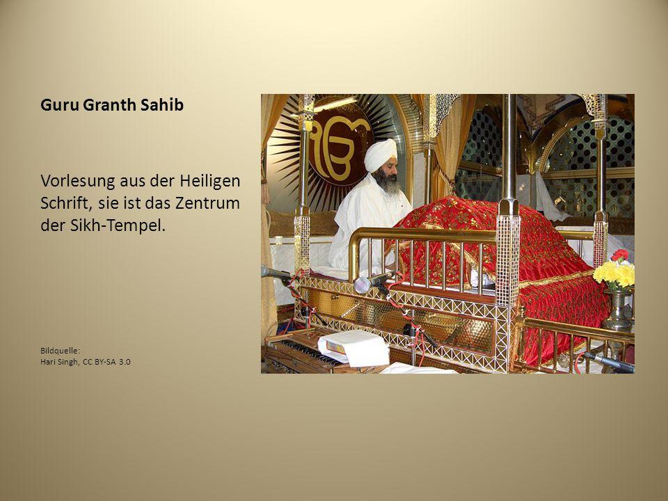 Guru Granth Sahib Vorlesung aus der Heiligen Schrift, sie ist das Zentrum der Sikh-Tempel. Bildquelle: Hari Singh, CC BY-SA 3.0