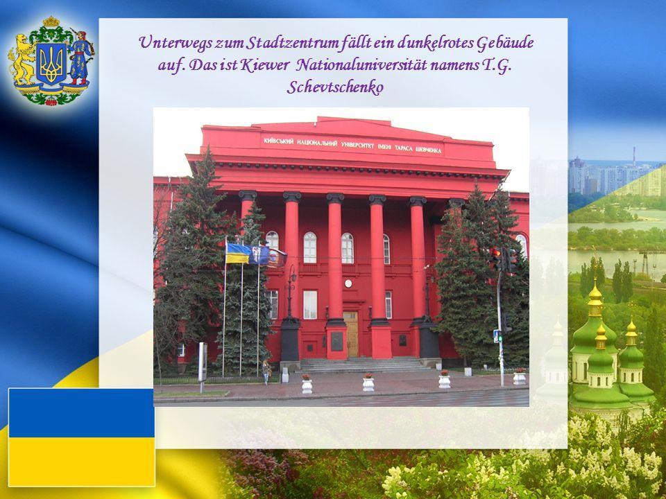 Unterwegs zum Stadtzentrum fällt ein dunkelrotes Gebäude auf. Das ist Kiewer Nationaluniversität namens T.G. Schevtschenko