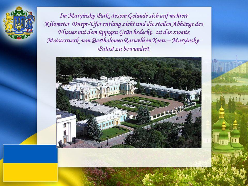 Im Maryinsky-Park, dessen Gelände sich auf mehrere Kilometer Dnepr-Ufer entlang zieht und die steilen Abhänge des Flusses mit dem üppigen Grün bedeckt