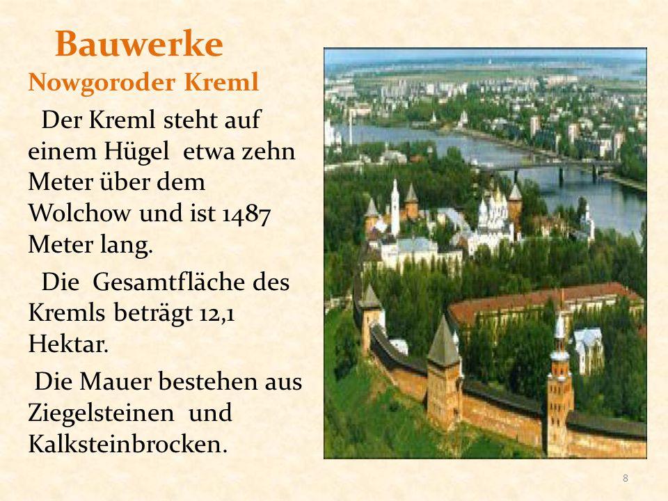 Bauwerke Nowgoroder Kreml Der Kreml steht auf einem Hügel etwa zehn Meter über dem Wolchow und ist 1487 Meter lang. Die Gesamtfläche des Kremls beträg