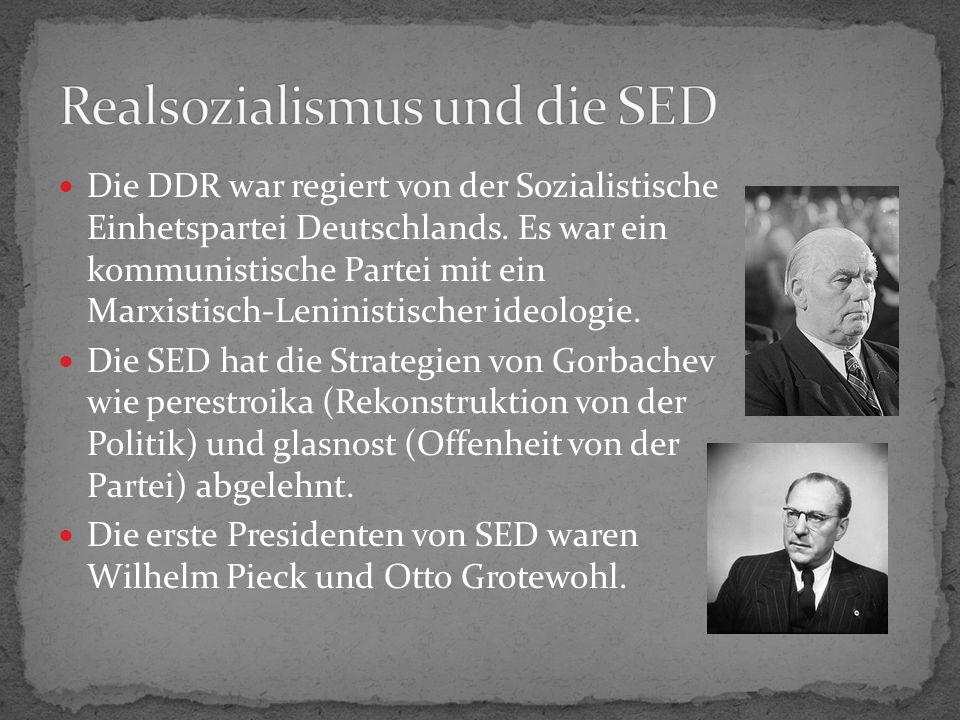 Die DDR war regiert von der Sozialistische Einhetspartei Deutschlands.