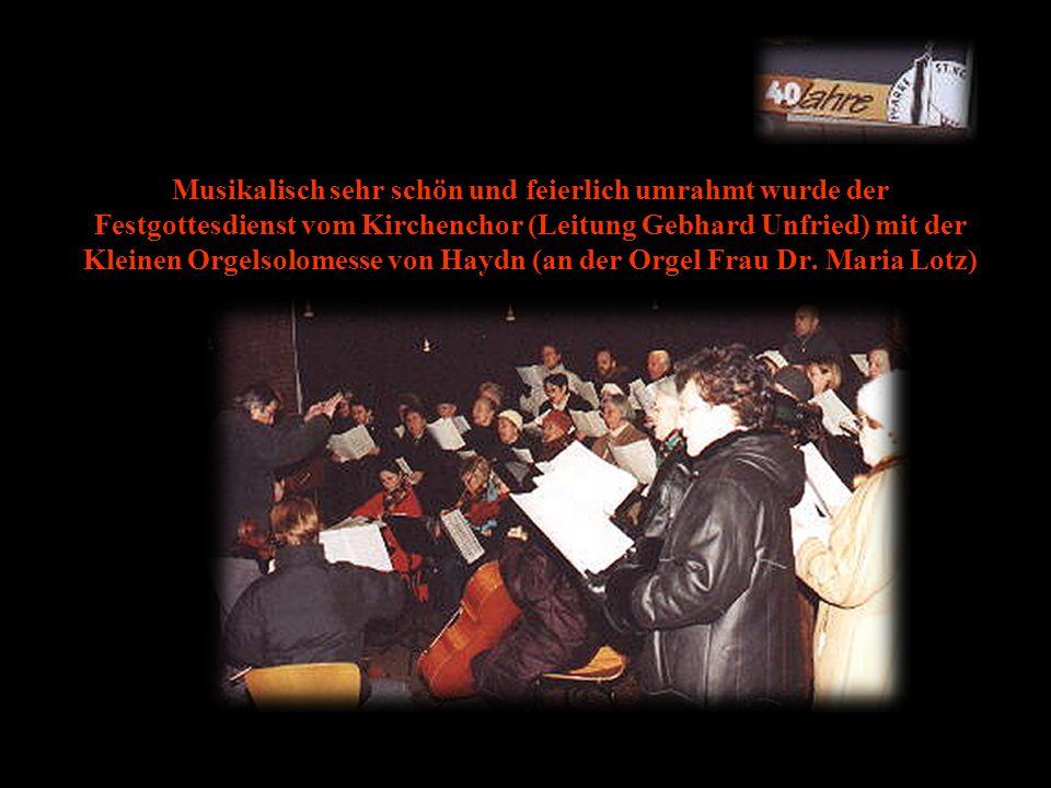 Musikalisch sehr schön und feierlich umrahmt wurde der Festgottesdienst vom Kirchenchor (Leitung Gebhard Unfried) mit der Kleinen Orgelsolomesse von Haydn (an der Orgel Frau Dr.