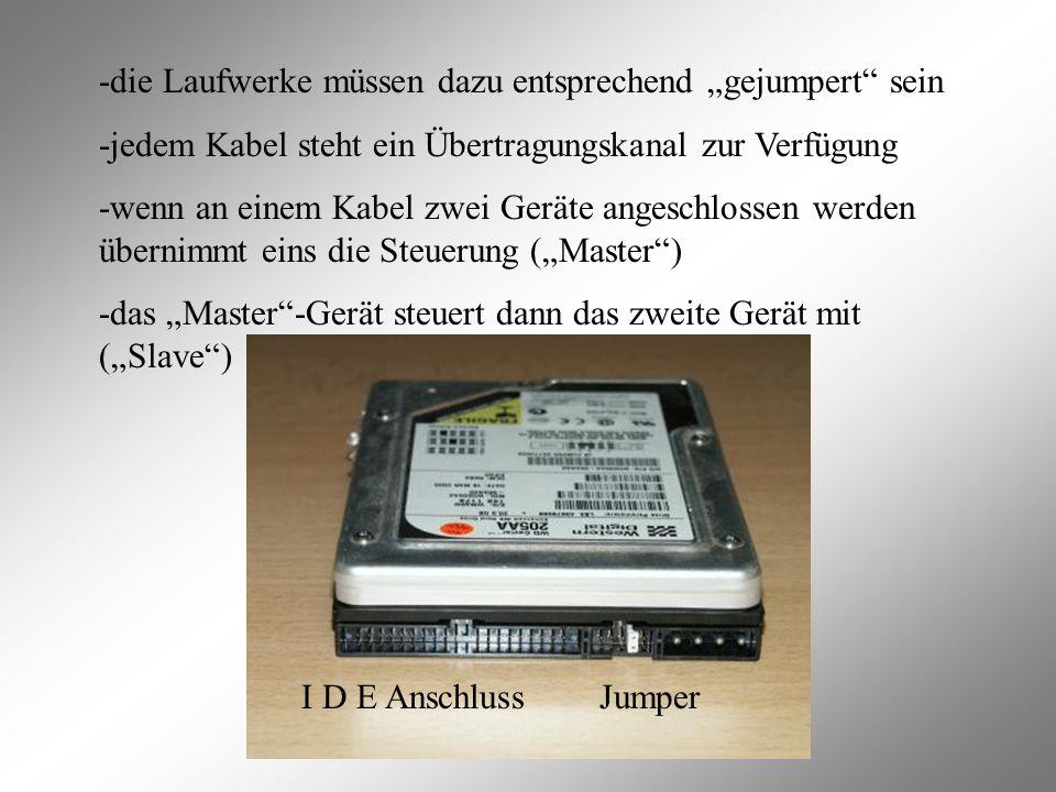 """I D E Anschluss Jumper -die Laufwerke müssen dazu entsprechend """"gejumpert sein -jedem Kabel steht ein Übertragungskanal zur Verfügung -wenn an einem Kabel zwei Geräte angeschlossen werden übernimmt eins die Steuerung (""""Master ) -das """"Master -Gerät steuert dann das zweite Gerät mit (""""Slave )"""