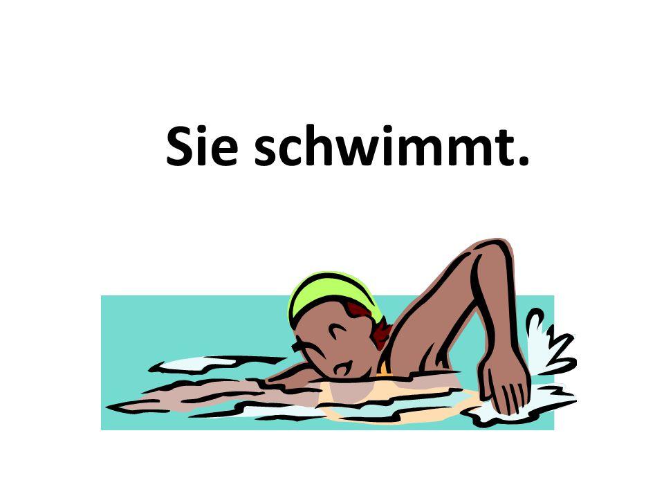 Sie schwimmt.