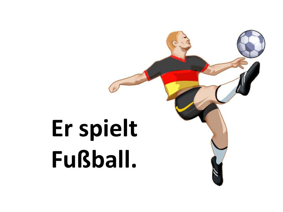 Er spielt Fußball.