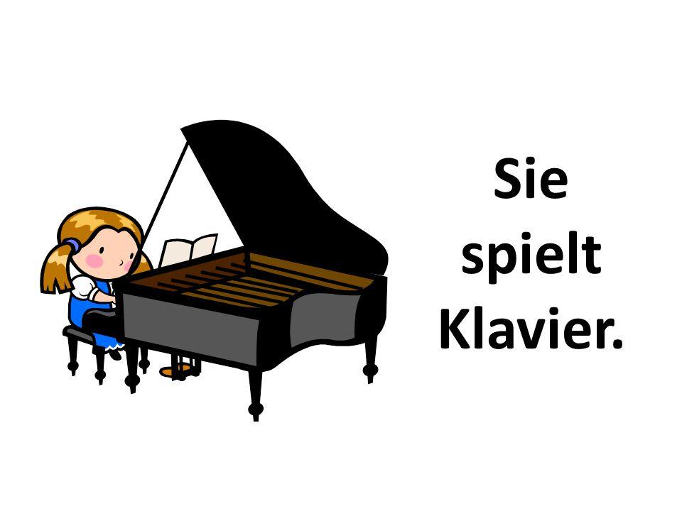 Sie spielt Klavier.