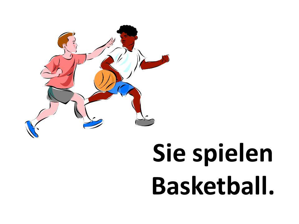 Sie spielen Basketball.