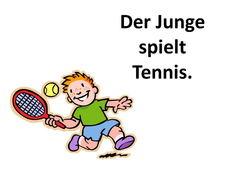 Der Junge spielt Tennis.