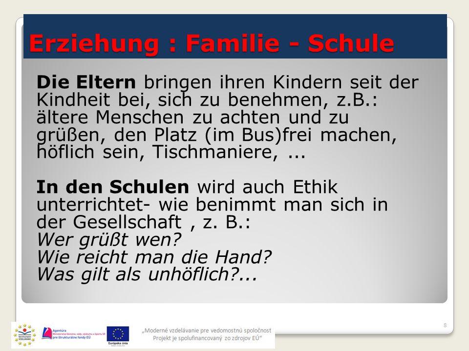 Erziehung : Familie - Schule 8 Die Eltern bringen ihren Kindern seit der Kindheit bei, sich zu benehmen, z.B.: ältere Menschen zu achten und zu grüßen