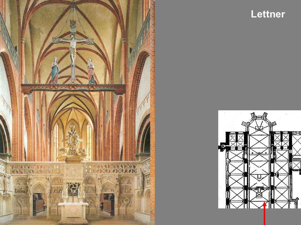 Der Westchor mit Lettner und den Stifterfiguren