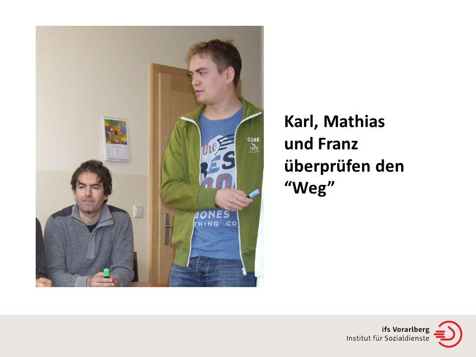 Karl, Mathias und Franz überprüfen den Weg