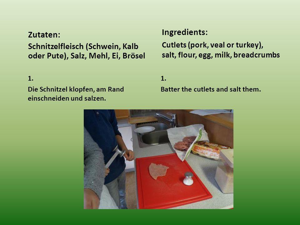 1. Die Schnitzel klopfen, am Rand einschneiden und salzen.