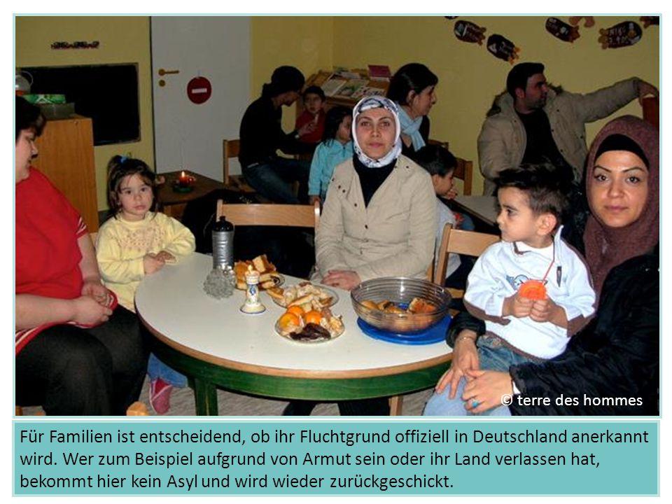 Für Familien ist entscheidend, ob ihr Fluchtgrund offiziell in Deutschland anerkannt wird. Wer zum Beispiel aufgrund von Armut sein oder ihr Land verl