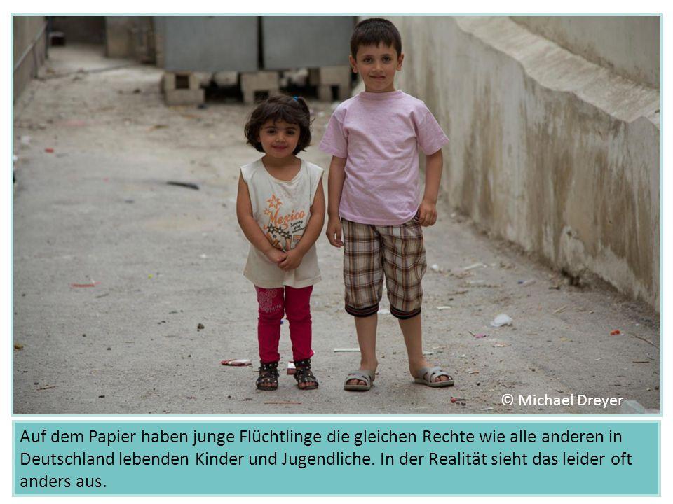 Auf dem Papier haben junge Flüchtlinge die gleichen Rechte wie alle anderen in Deutschland lebenden Kinder und Jugendliche. In der Realität sieht das