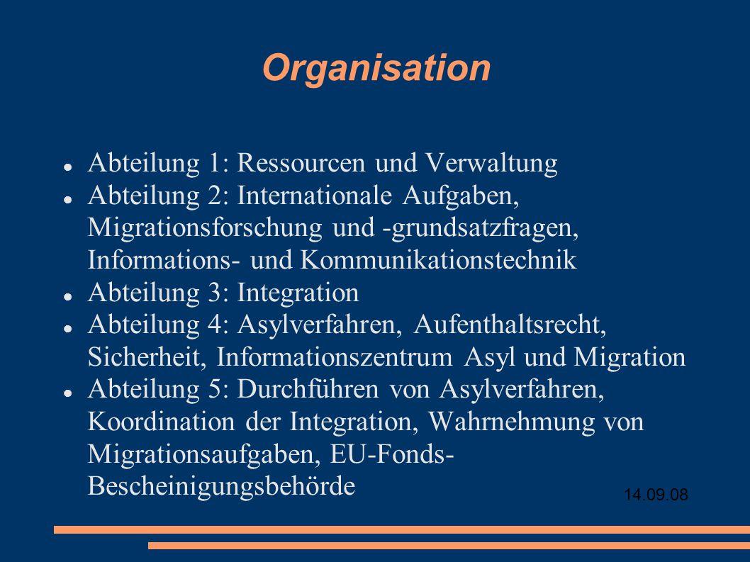 Organisation Abteilung 1: Ressourcen und Verwaltung Abteilung 2: Internationale Aufgaben, Migrationsforschung und -grundsatzfragen, Informations- und Kommunikationstechnik Abteilung 3: Integration Abteilung 4: Asylverfahren, Aufenthaltsrecht, Sicherheit, Informationszentrum Asyl und Migration Abteilung 5: Durchführen von Asylverfahren, Koordination der Integration, Wahrnehmung von Migrationsaufgaben, EU-Fonds- Bescheinigungsbehörde
