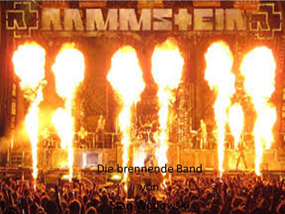 gegründet Rammstein gegründet von Gittarist Richard Z Kruspe Heimstadt Schwerin Züruckgekommen Bassist Oliver Riedel und Schlagzeuger Christoph Schneider mit spielen