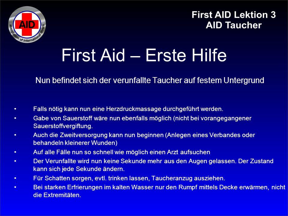 First Aid – Erste Hilfe Nun befindet sich der verunfallte Taucher auf festem Untergrund Falls nötig kann nun eine Herzdruckmassage durchgeführt werden