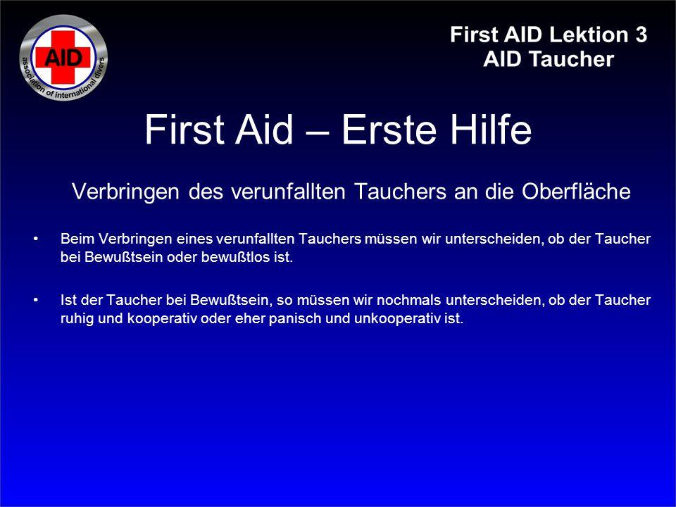 First Aid – Erste Hilfe Der verunfallte Taucher ist bewußtlos Am besten halten wir den verunfallten Taucher von hinten mit den Beinen und der rechten Hand an der Flasche.