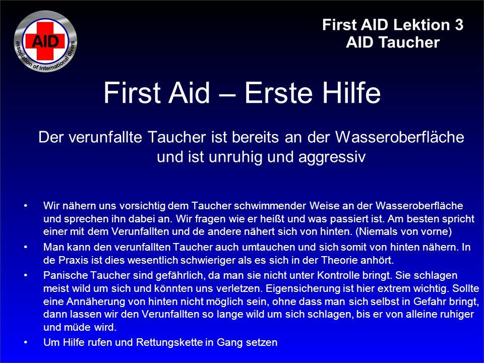 First Aid – Erste Hilfe Der verunfallte Taucher ist bereits an der Wasseroberfläche und ist unruhig und aggressiv Wir nähern uns vorsichtig dem Tauche