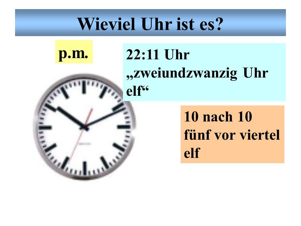 """Deutsche Uhrzeit 20:24 Uhr """"zwanzig Uhr vierund- zwanzig! fünf vor halb neun p.m. Wieviel Uhr ist es?"""