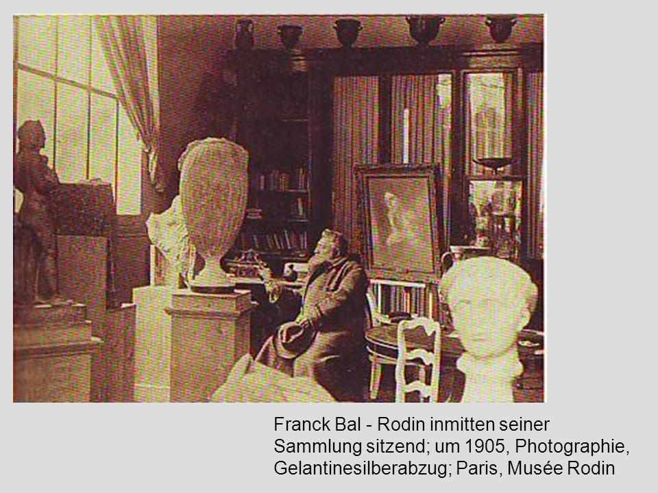 Franck Bal - Rodin inmitten seiner Sammlung sitzend; um 1905, Photographie, Gelantinesilberabzug; Paris, Musée Rodin