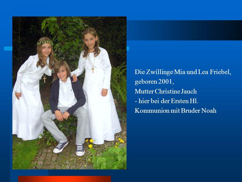 Die Zwillinge Mia und Lea Friebel, geboren 2001, Mutter Christine Jauch - hier bei der Ersten Hl.