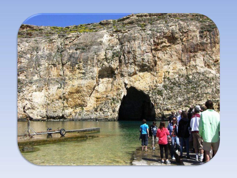 Calypso's Cave Es geht ein mit einem Boot befahrbarer Naturtunnel durch den Berg. Der griechische Sagenheld Odysseus soll hier in einer Grotte 7 Jahre
