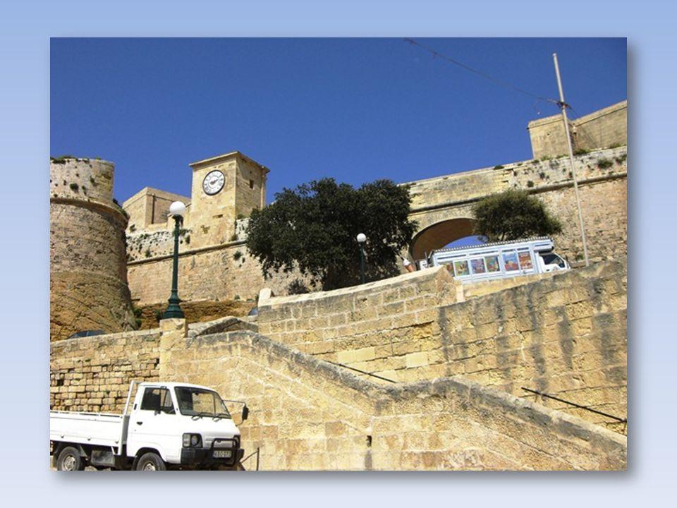 Die Zitadelle liegt auf dem Tafelberg. Sie soll schon vor der Römischen Zeit erbaut sein.