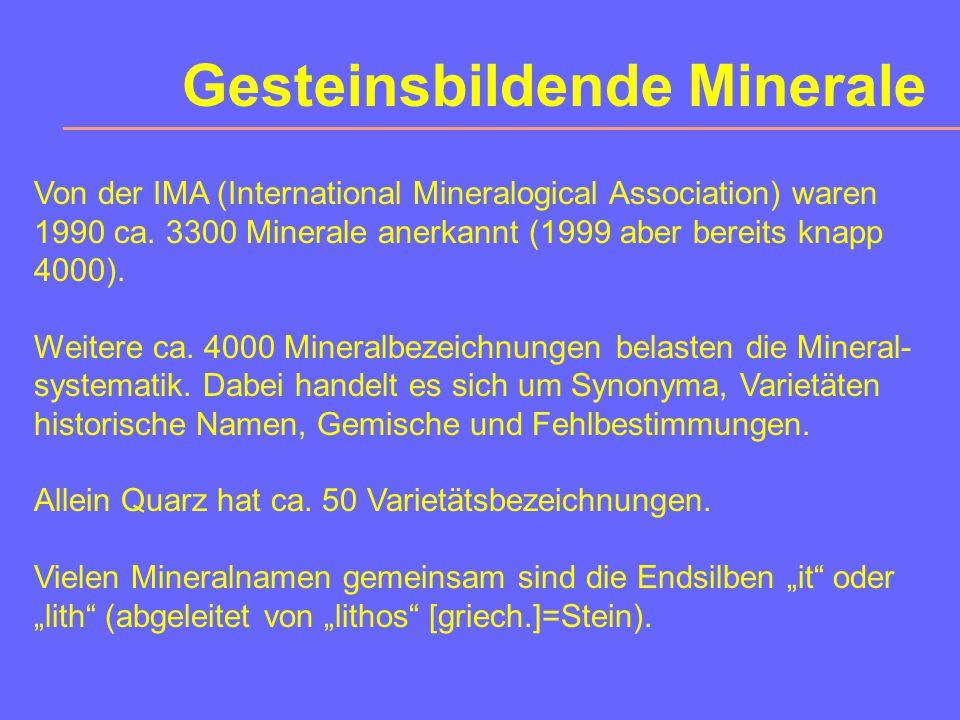 Geochemie Die 8 häufigsten chemischen Elemente der Erdkruste: (nach B. Mason, Principles of Geochemistry) Masse%Atom%Volumen% O46,6062,5593,77 Si27,72