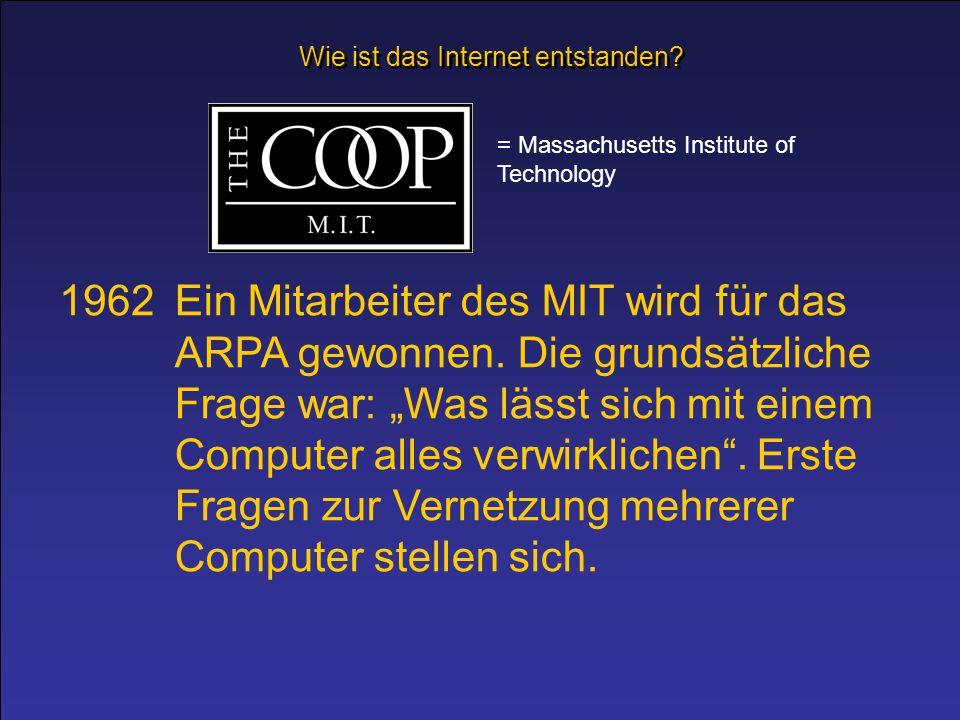 """1962Ein Mitarbeiter des MIT wird für das ARPA gewonnen. Die grundsätzliche Frage war: """"Was lässt sich mit einem Computer alles verwirklichen"""". Erste F"""