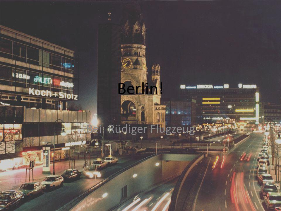 2001 – Das neue Kanzleramt in Berlin entsteht nach Plänen des Berliner Architekten Axel Shultes
