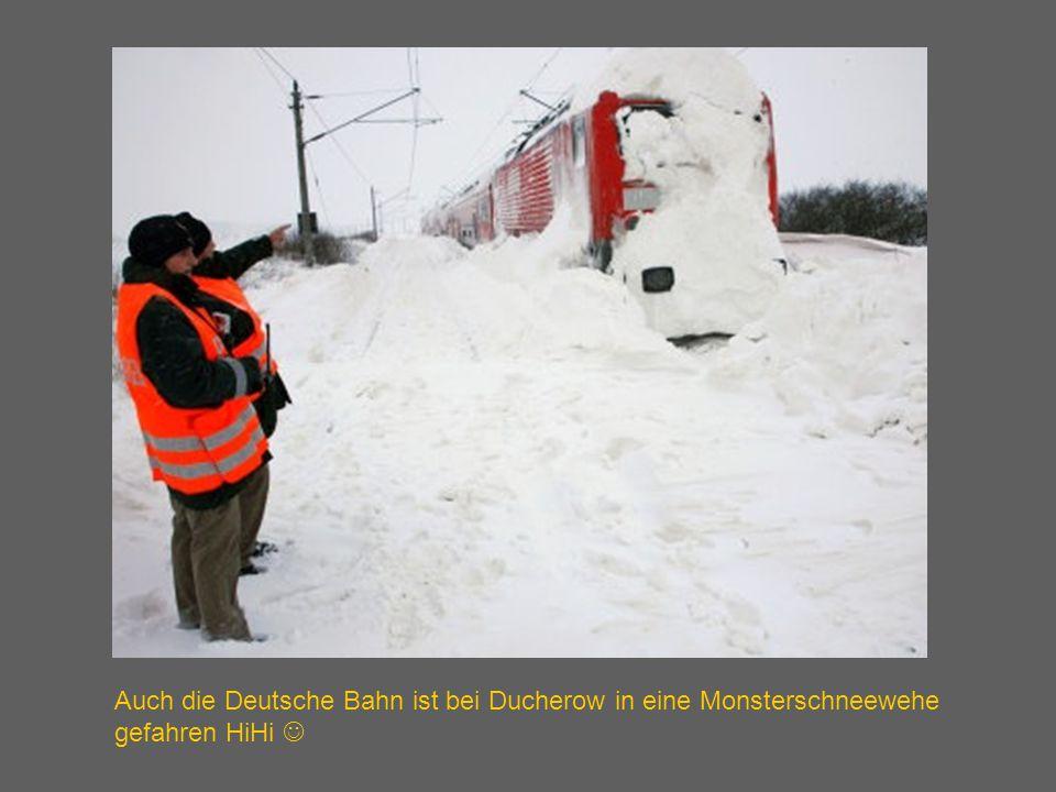 Auch die Deutsche Bahn ist bei Ducherow in eine Monsterschneewehe gefahren HiHi