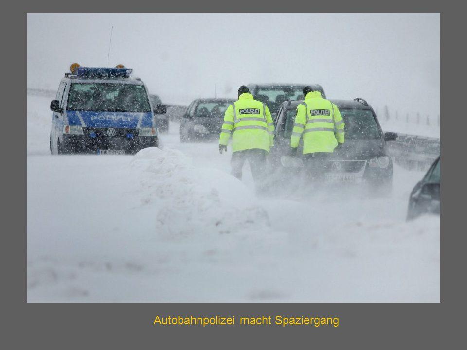 Autobahnpolizei macht Spaziergang