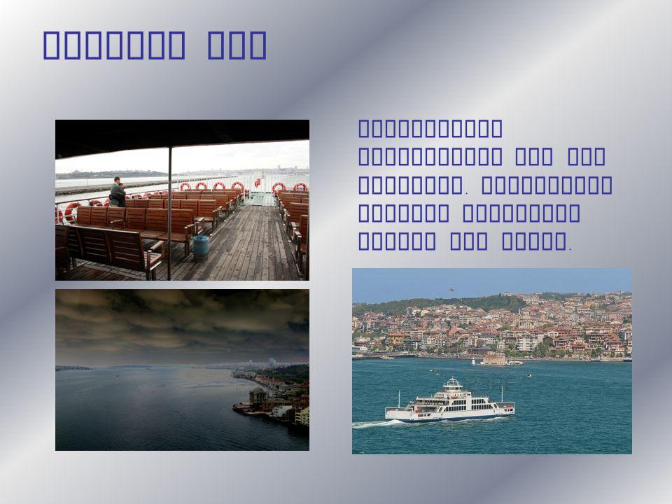 Dritter Tag Romantische Schifffahrt auf dem Bosporus. Zahlreiche Schiffe verbinden Europa mit Asien.