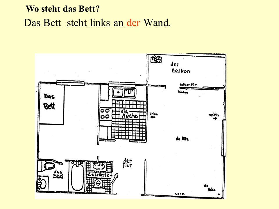 Das Bett steht links an der Wand. Wo steht das Bett?